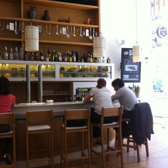 Foto scattata a Poncelet Cheese Bar da Bea R. il 7/6/2012