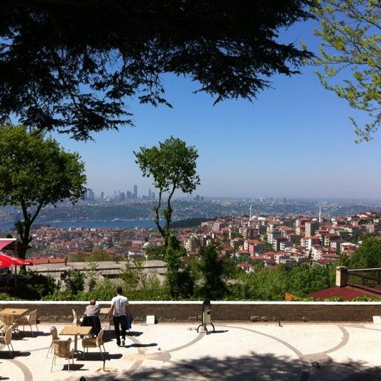 Foto scattata a Desde Cafe & Restaurant da Serkan M. il 5/1/2012
