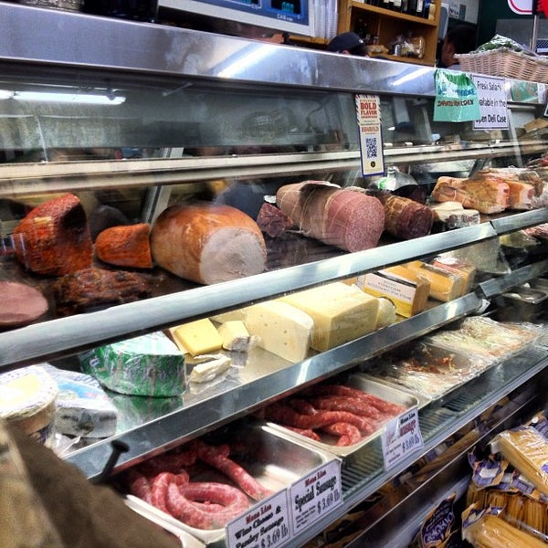 Das Foto wurde bei Mona Lisa Italian Restaurant von Chris C. am 7/8/2012 aufgenommen