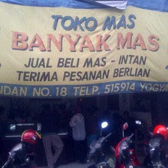 Gambar Banner Toko Emas - desain spanduk kreatif