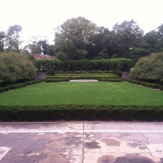 Foto scattata a Conservatory Garden da Mandola Joe il 9/20/2011