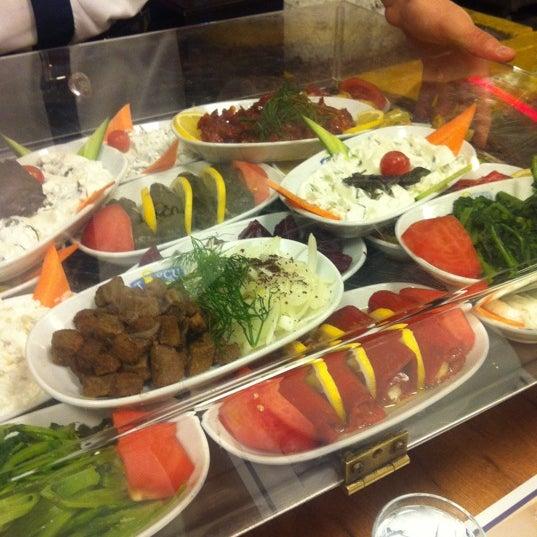 Foto diambil di Topçu Restaurant oleh Kerem C. pada 9/30/2011