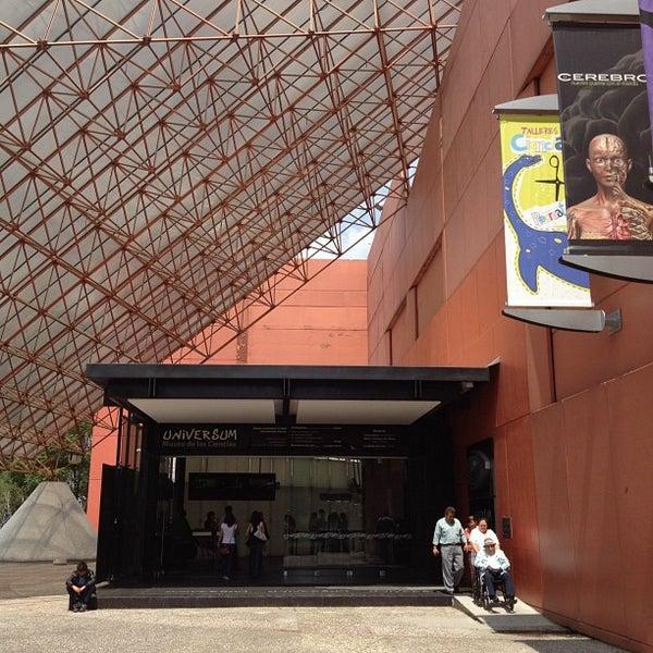 รูปภาพถ่ายที่ Universum, Museo de las Ciencias โดย Mark W. เมื่อ 7/28/2012