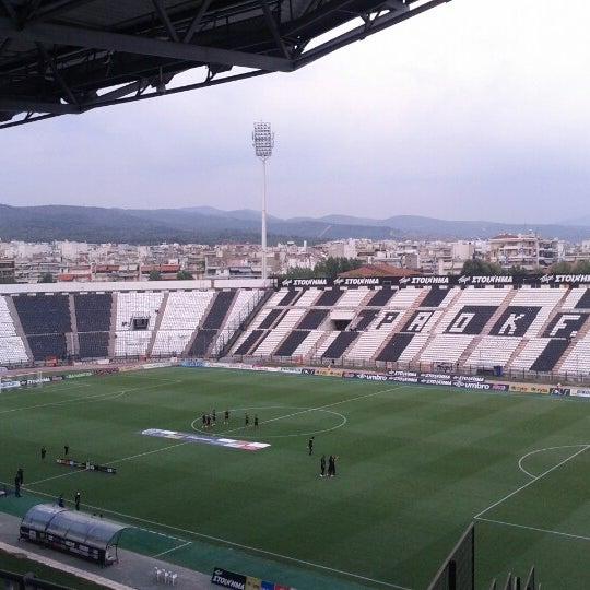 รูปภาพถ่ายที่ Toumba Stadium โดย Vasilis K เมื่อ 8/9/2012
