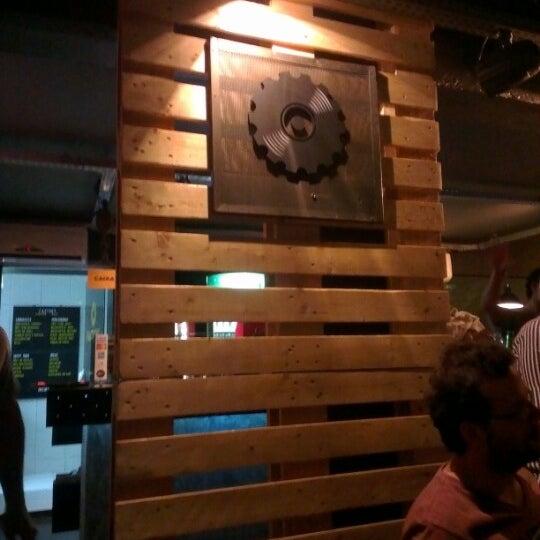 8/26/2012 tarihinde Juliana H.ziyaretçi tarafından Factory Coffee Bar'de çekilen fotoğraf