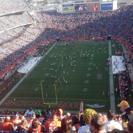 Foto diambil di Broncos Stadium at Mile High oleh Jacob G. pada 9/9/2012