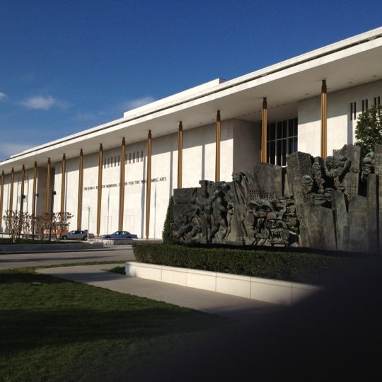 Снимок сделан в The John F. Kennedy Center for the Performing Arts пользователем Donny B. 4/13/2012