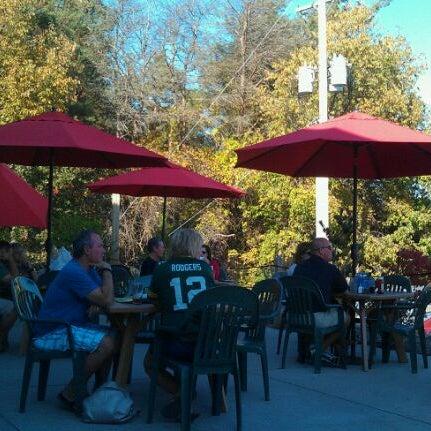 Снимок сделан в Saugatuck Brewing Company пользователем Larry G. 10/9/2011