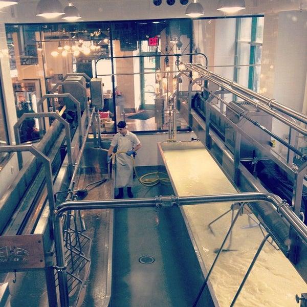 11/18/2011에 Daniel S.님이 Beecher's Handmade Cheese에서 찍은 사진
