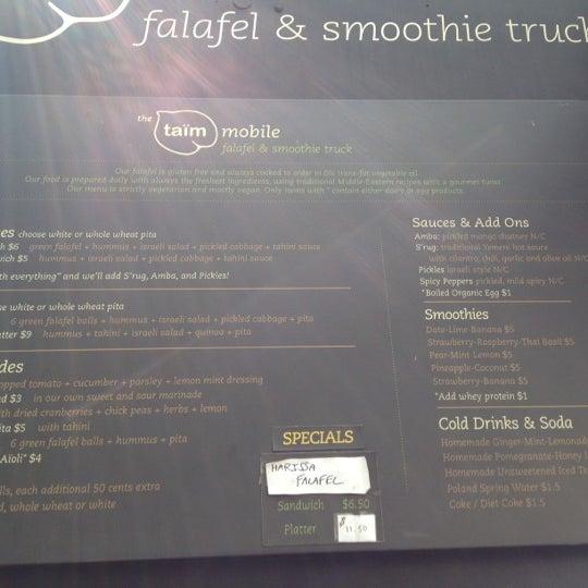 รูปภาพถ่ายที่ Taïm Mobile Falafel & Smoothie Truck โดย YML เมื่อ 9/7/2012