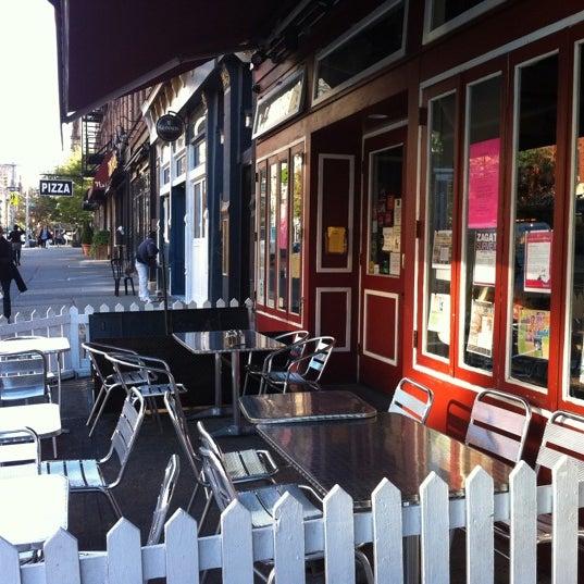 10/6/2011 tarihinde Sandy C.ziyaretçi tarafından Good Enough to Eat'de çekilen fotoğraf