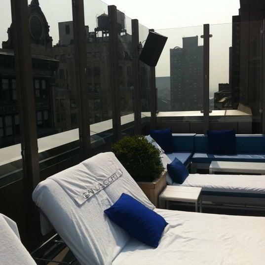 Foto scattata a Plunge Rooftop Bar & Lounge da Nikita W. il 7/21/2011