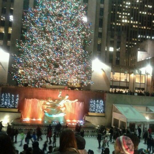 Das Foto wurde bei The Rink at Rockefeller Center von Ann-Mary am 12/20/2011 aufgenommen