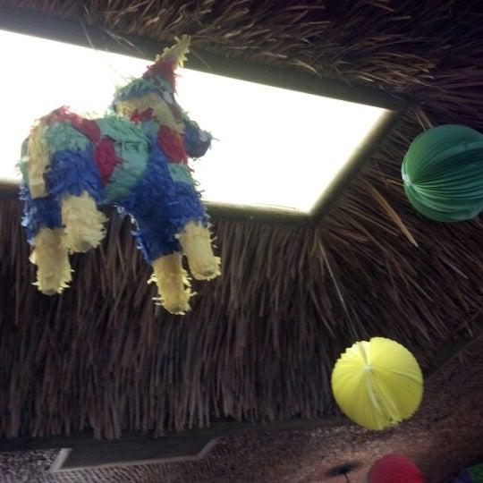 รูปภาพถ่ายที่ Cafe Coyote โดย Toby L. เมื่อ 8/15/2012