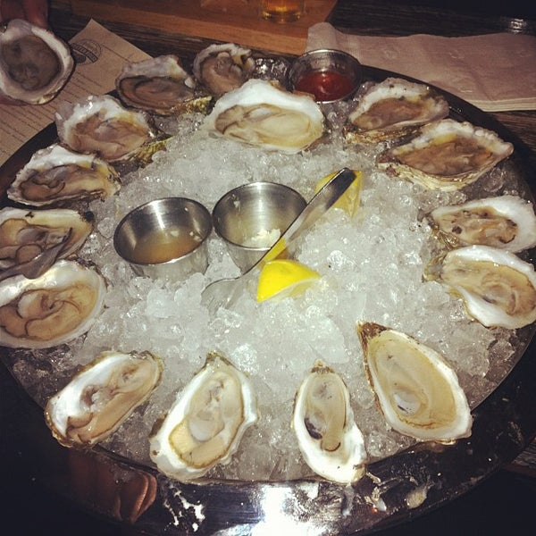 Photo prise au Henlopen City Oyster House par Pamela C. le11/13/2011