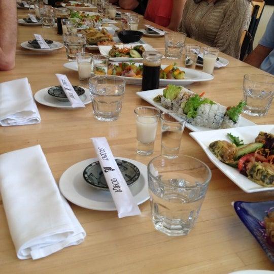 Foto tirada no(a) Sushi Tora por Megan B. em 4/21/2012
