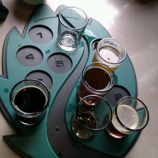 รูปภาพถ่ายที่ Hop Valley Brewing Co. โดย Zach เมื่อ 12/2/2011