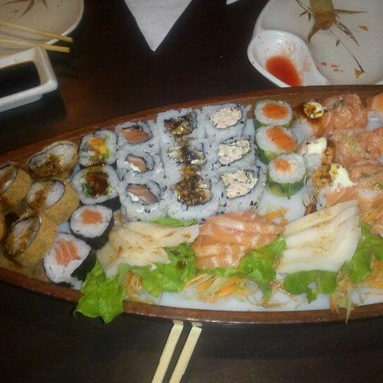 Foto tirada no(a) Kodai Sushi por Teresa G. em 7/27/2012