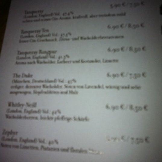 """Eine bunte, umfangreiche Gin-Auswahl, u.a. gibt es den Münchner """"The Duke"""""""