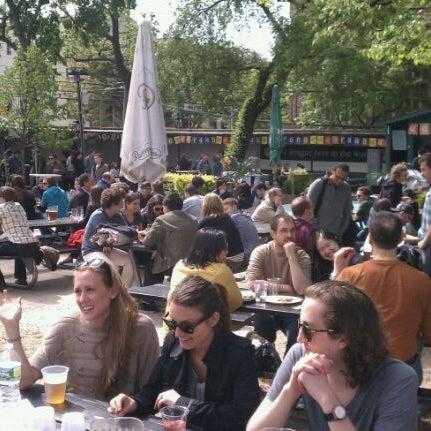 4/28/2012 tarihinde Jonathan K.ziyaretçi tarafından Bohemian Hall & Beer Garden'de çekilen fotoğraf