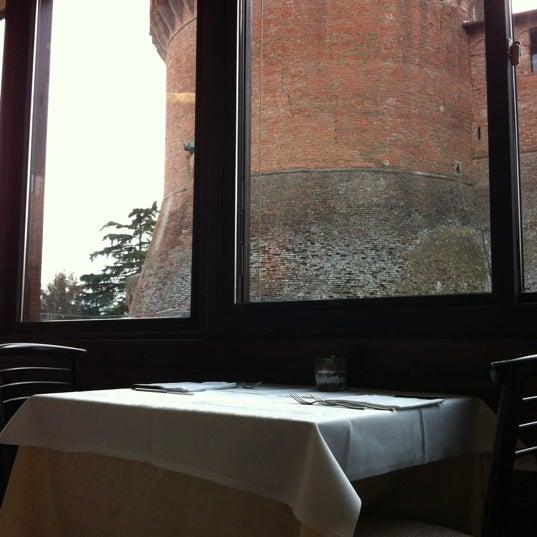 Das Foto wurde bei Ristorante La Scuderia von Zac am 1/28/2012 aufgenommen