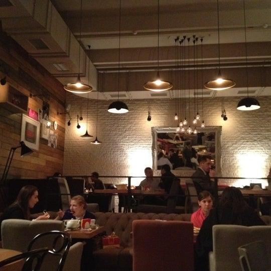 รูปภาพถ่ายที่ Moska Bar โดย Katryn T. เมื่อ 3/16/2012