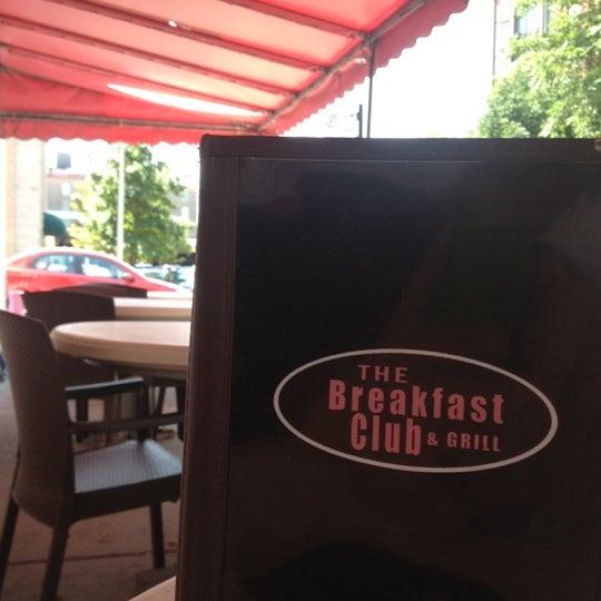 8/15/2012 tarihinde Etienne P.ziyaretçi tarafından The Breakfast Club & Grill'de çekilen fotoğraf