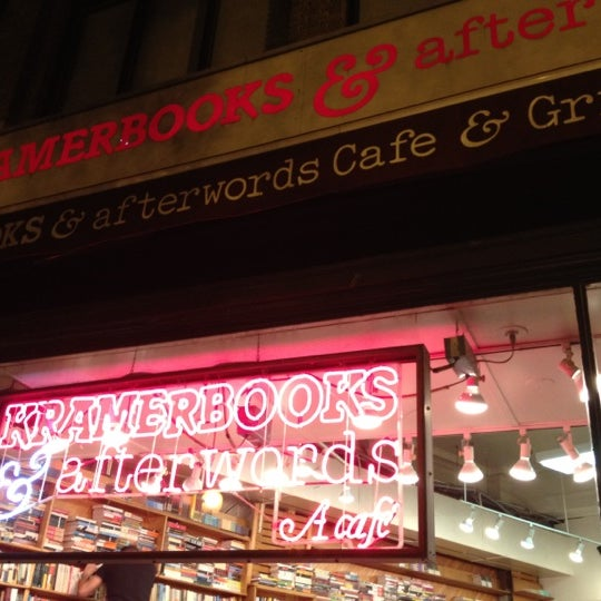 Photo prise au Kramerbooks & Afterwords Cafe par Kristi F. le8/19/2012