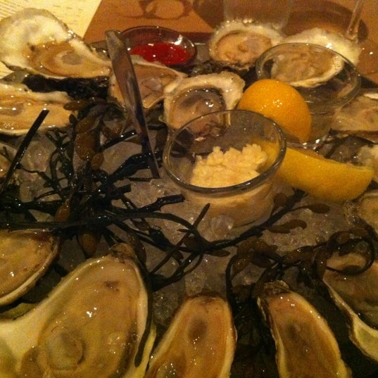 Photo prise au Henlopen City Oyster House par Pedro D. le3/31/2012