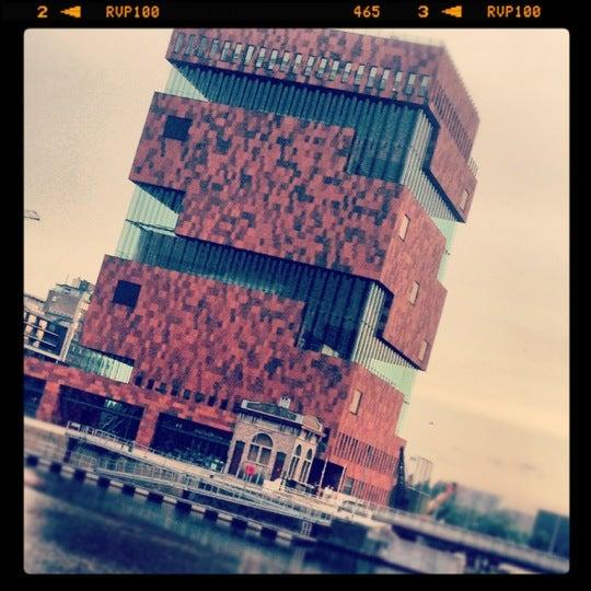 Foto tirada no(a) MAS | Museum aan de Stroom por Nicolas M. em 6/28/2012