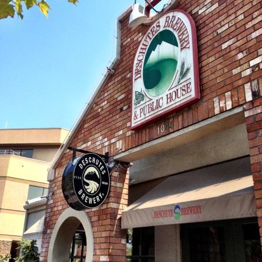 Снимок сделан в Deschutes Brewery Bend Public House пользователем aaron h. 8/27/2012