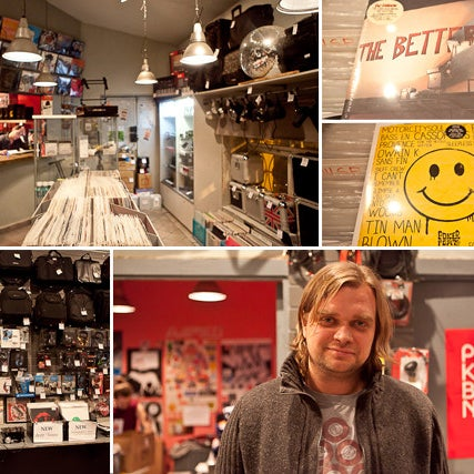 «База» в арт-центре «Пушкинская 10» работает с 1998 года. Винил здесь считают неотъемлемым атрибутом DJ-культуры. Кроме пластинок продают диджейское оборудование, миди-контроллеры, сумки и аксессуары.