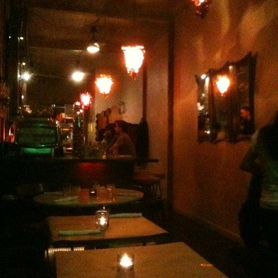 Foto tomada en OAK Restaurant & Wine Bar por JC V. el 4/7/2012