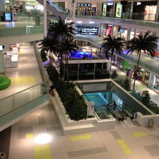 รูปภาพถ่ายที่ Athens Metro Mall โดย acd 📌 เมื่อ 7/27/2012
