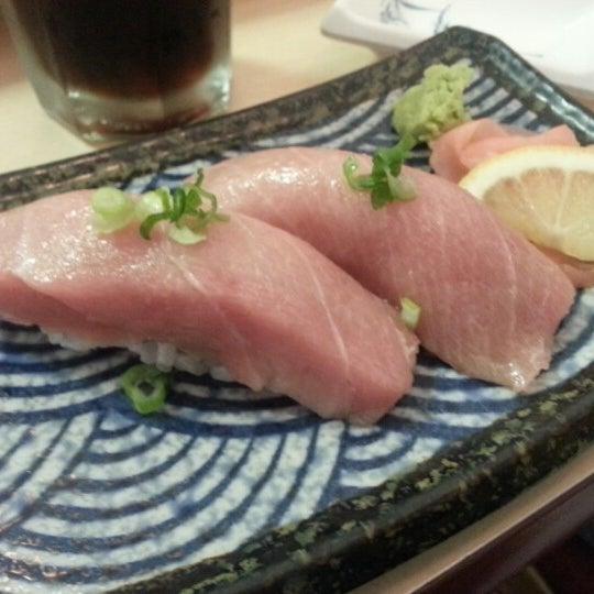 Foto scattata a Sushi-Zen da Robin L. il 8/31/2012