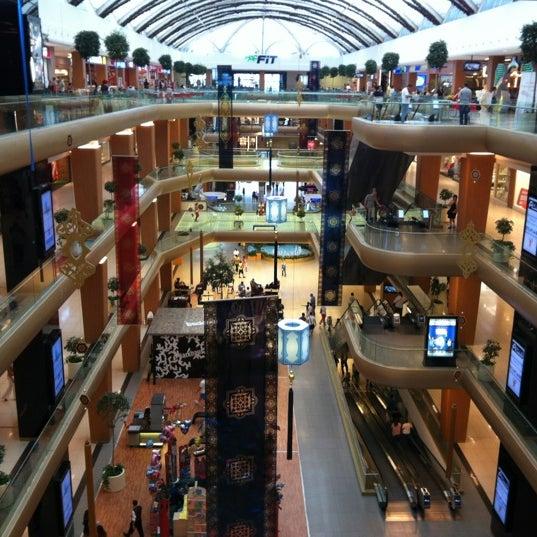 Das Foto wurde bei A Plus Ataköy von Sertac K. am 9/2/2012 aufgenommen