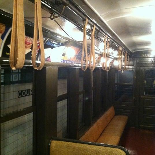 8/21/2012 tarihinde Gourmet C.ziyaretçi tarafından New York Transit Museum'de çekilen fotoğraf