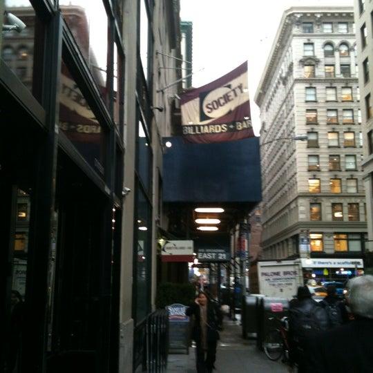 Foto tomada en Society Billiards + Bar por Felix V. el 1/12/2012