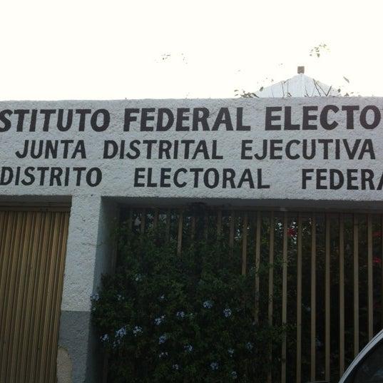 Ine Distrito 14 Voting Booth In Bosques De La Victoria