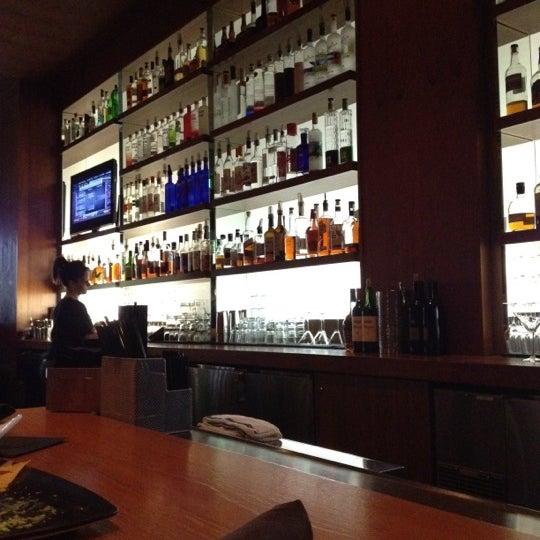 Foto diambil di The Corner Office Restaurant & Martini Bar oleh Grace B. pada 3/5/2012