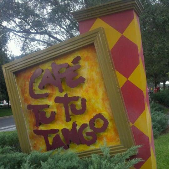 Foto diambil di Café Tu Tu Tango oleh Wayne W. pada 10/19/2011