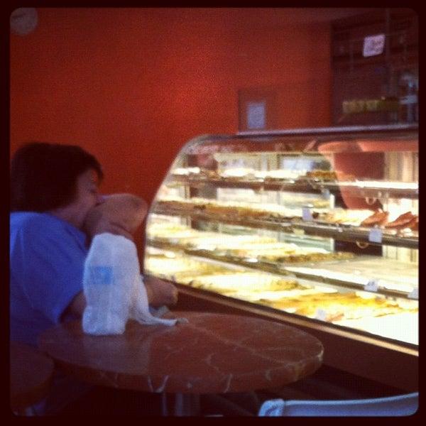 Foto tomada en Settepani Bakery por Joy S. el 7/19/2012