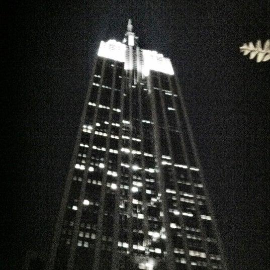 Foto diambil di VU Bar NYC oleh Katie K. pada 8/17/2012