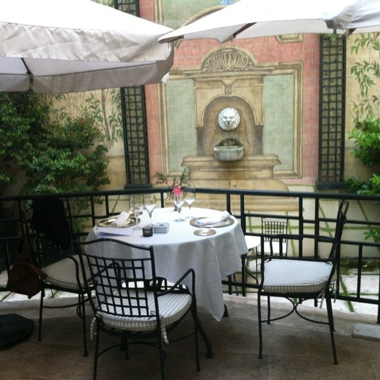 Photo prise au Hotel Orfila par Javier S. le5/16/2012