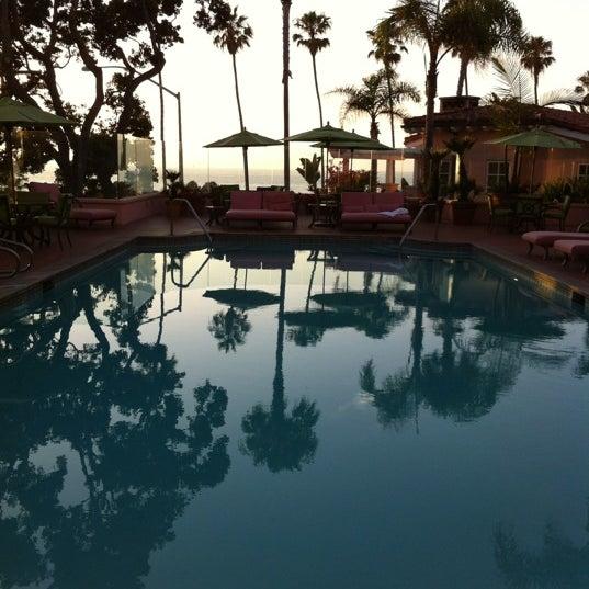 Снимок сделан в La Valencia Hotel пользователем Angelique 7/30/2012