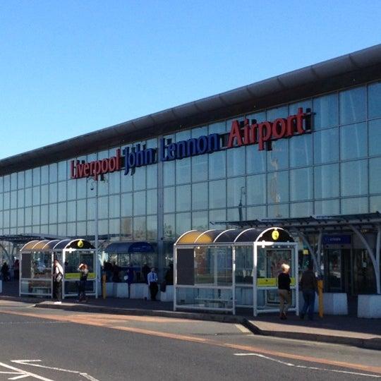 รูปภาพถ่ายที่ Liverpool John Lennon Airport (LPL) โดย Steve M. เมื่อ 3/26/2012
