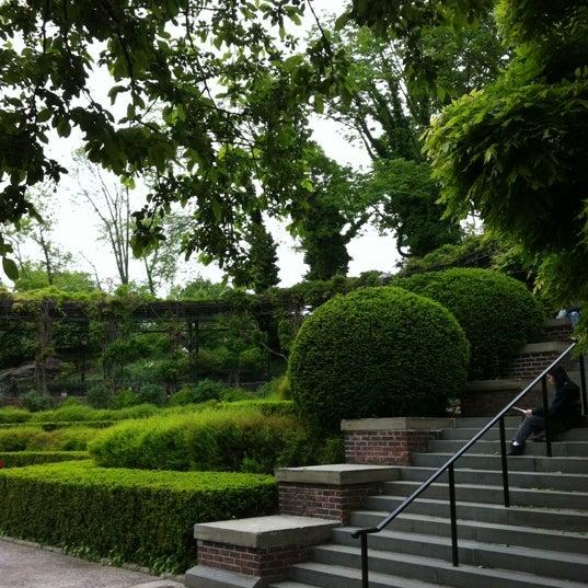 Foto scattata a Conservatory Garden da Dave P. il 5/5/2012