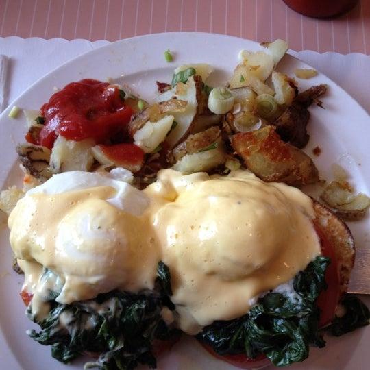 6/16/2012 tarihinde Travis M.ziyaretçi tarafından The Breakfast Club & Grill'de çekilen fotoğraf