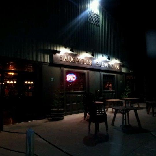 Снимок сделан в Saugatuck Brewing Company пользователем Michael S. 3/18/2012