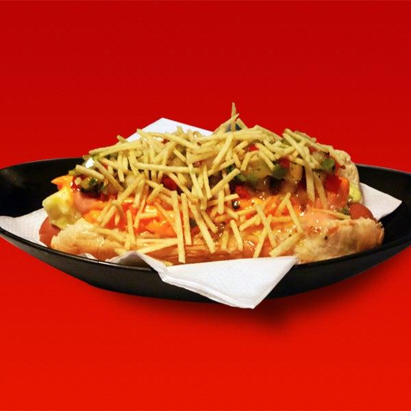 Hot-Dog com 5 molhos + batata palha. Salsicha swiss dog berna - eleita pelo caderno Paladar do jormal Estadão como uma das melhores para hot-dog.
